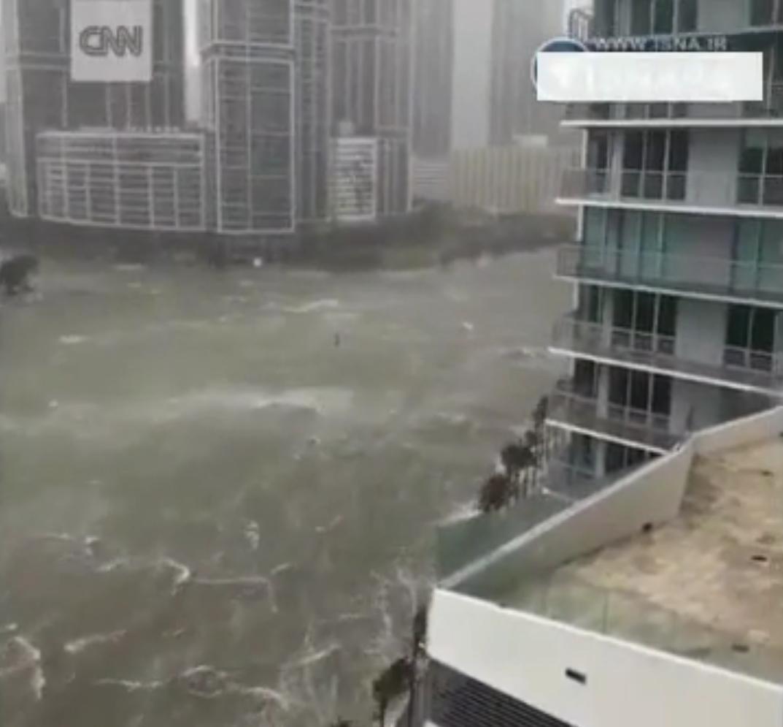 نمای هولناک از ورود طوفان به شهر میامی