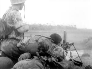 سربازان فرانسوی در حال درگیری با نیروهای ویت کنگ