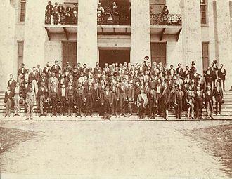 مجلس قانونگذاری آلاباما در سال ۱۸۷۲ (۱۲۵۱) در طی بازسازی.