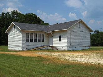 """مدرسهٔ """"ماونت سینای"""" در حومهٔ """"شهرستان آوتاوگاً که در سال ۱۹۱۹ (۱۲۹۸) تکمیل شد. این مدرسه یکی از ۳۸۷ مدرسهٔ روزنوالد بود که برای سیاهپوستان در آلاباما ساخته شد."""