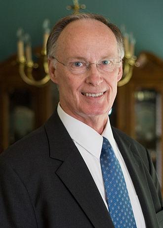 رابرت بنتلی، از ۱۷ ژانویه ۲۰۱۱ (۲۷ دی ۱۳۸۹) فرماندار آلاباماست.