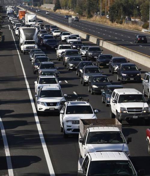 ترافیک سنگین روز شنبه در باند جنوبی بزرگراه ۱۰۱