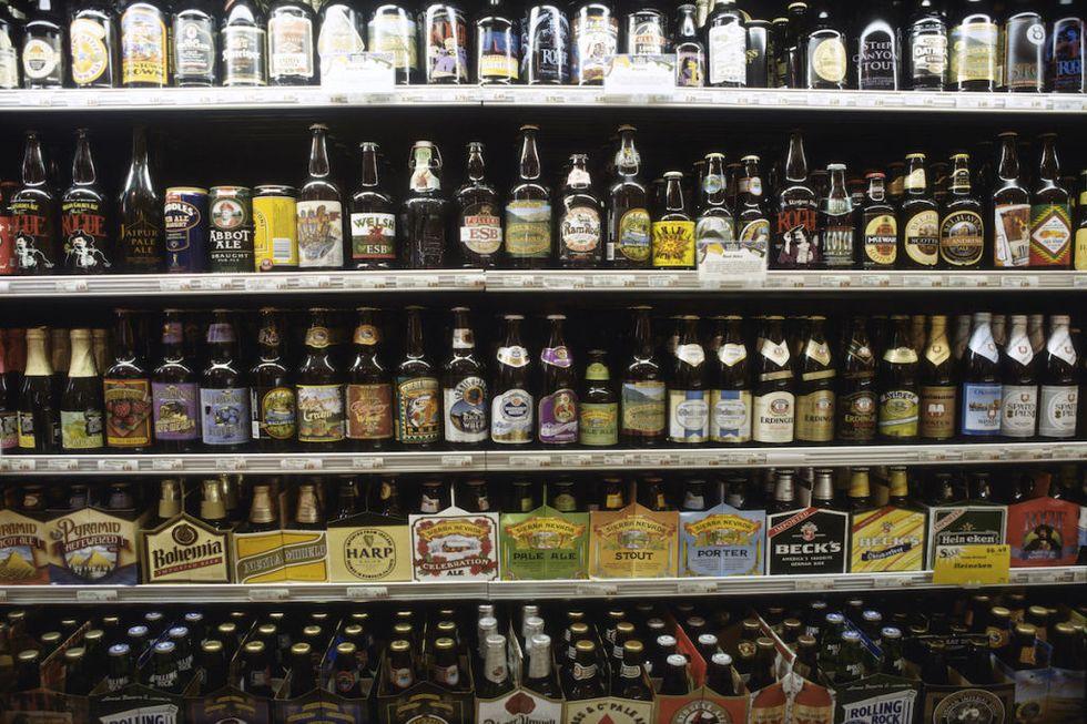 از قوانین سخت گیرانه مصرف مشروبات الکلی پیروی کن