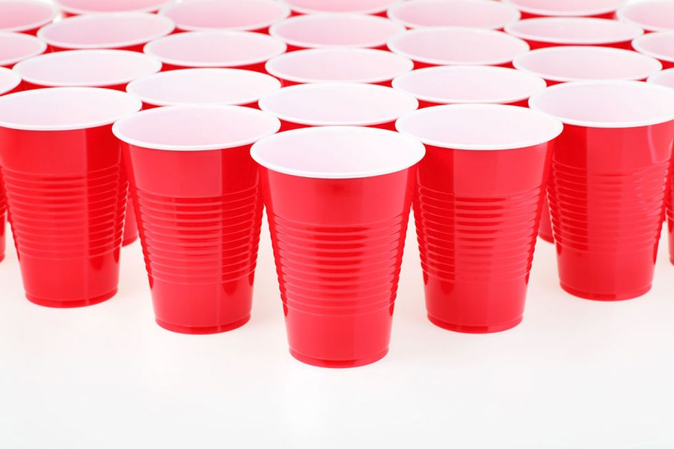 در میهمانیت از فنجان های قرمز استفاده کن