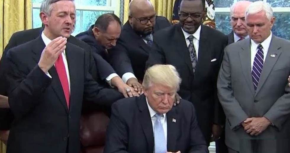 ترامپ-برگزیده-خداست!