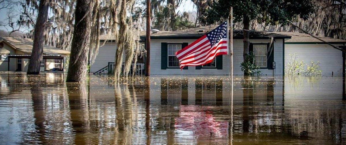 آیا-در-آمریکا-هم-بلایای-طبیعی-نظیر-سیل-و-آتش-سوزی-و-برف-و–طوفان-کشور-و-زندگی-مردم-را-با-چالش-روبرو-می-کند-؟