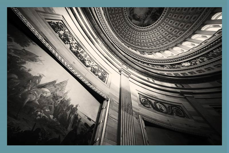 نمایی-از-درونِ-گنبدِ-ساختمانِ-کنگره